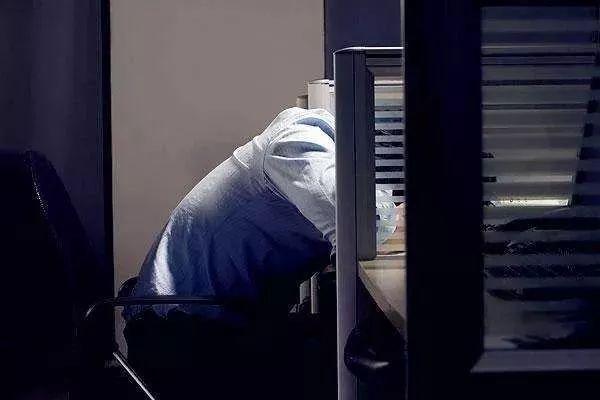 原来设计师都是这么睡觉的,长见识了